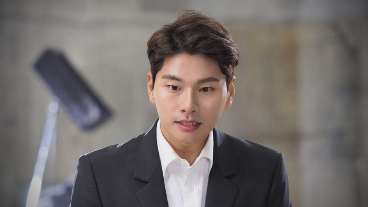 Lee Yi Kyung as Lee Joon Ki
