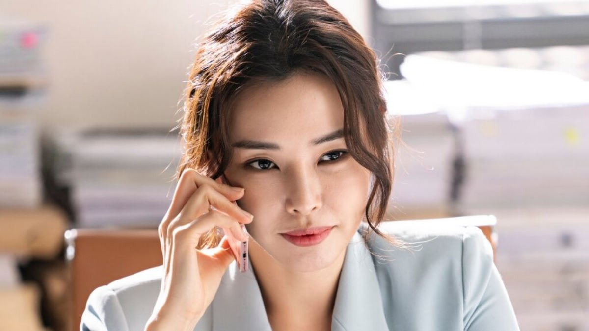 Lee Na Hee as Park Kyung Sun